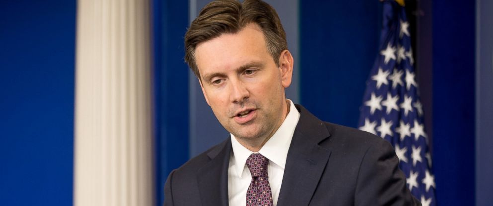 PHOTO: White House press secretary Josh Earnest speaks during the daily press briefing at the White House in Washington, Sept. 10, 2015.
