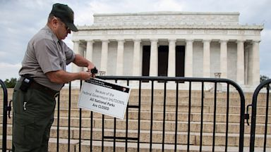 PHOTO: A National Park Service employee posts a sign on a barricade to close access to the Lincoln Memorial in Washington on Oct. 1, 2013 as Congress plunged the nation into a partial government shutdown.