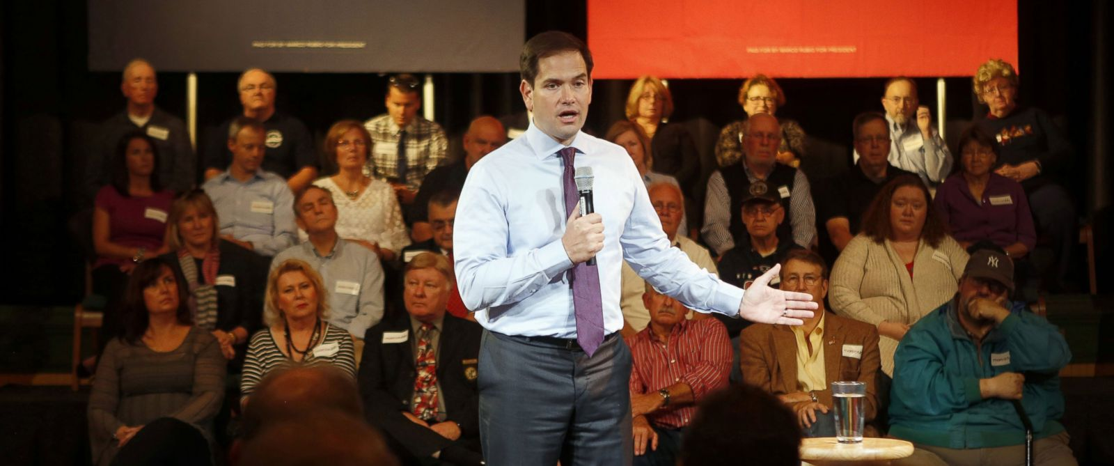 PHOTO: Republican presidential candidate Sen. Marco Rubio, speaks during a town hall campaign stop, Oct. 14, 2015, in Derry, N.H.