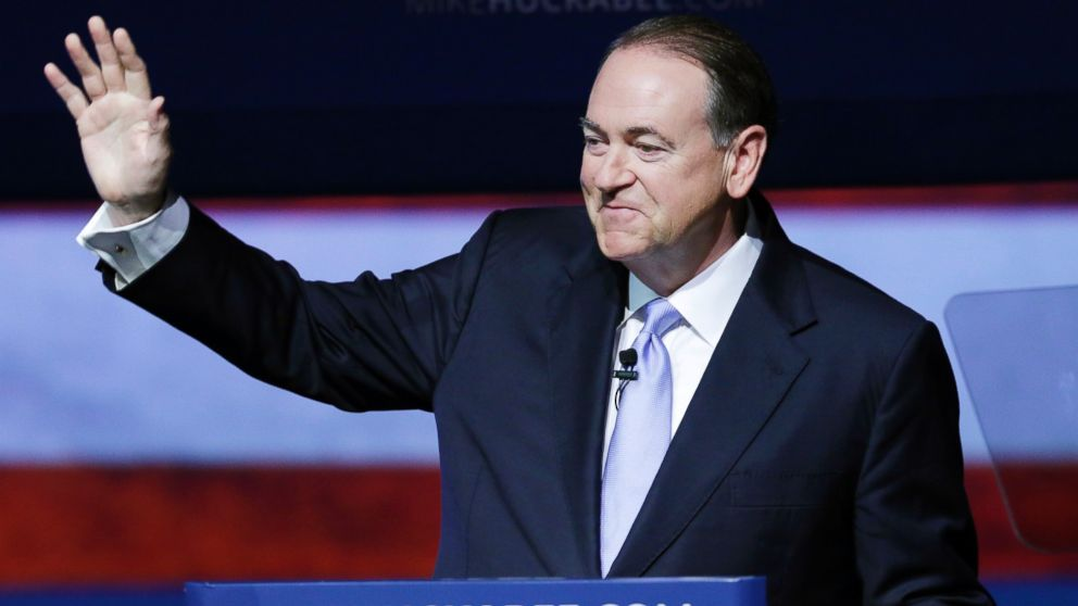 PHOTO: Former Arkansas Gov. Mike Huckabee waves to supporters in Hope, Ark., May 5, 2015, after he announced that he is running for the Republican presidential nomination.