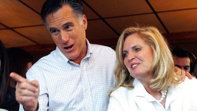 PHOTO: Republican presidential candidate former Mass. Gov. Mitt Romney points while joking with patrons with his wife Ann while campaigning at Village Pizza in Newport, N.H., Wednesday Dec. 20, 2011.