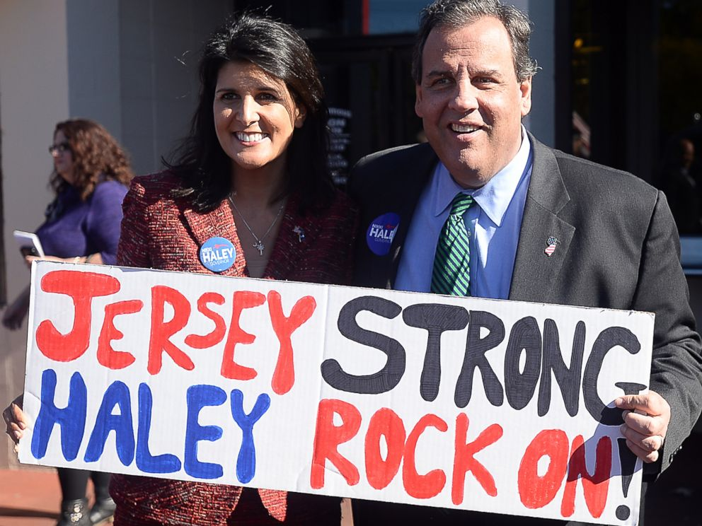 PHOTO: Gov. Nikki Haley of South Carolina and Gov. Chris Christie of New Jersey show support for each other at a drive-in restaurant in Spartanburg, S.C., on Nov. 2, 2014.