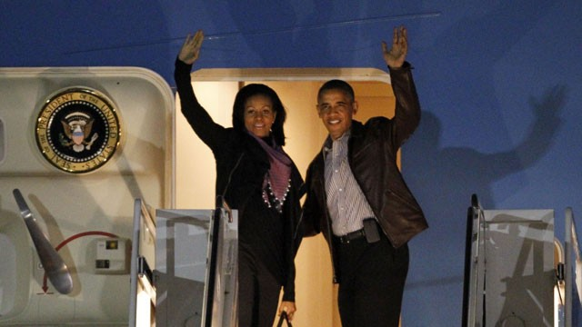 PHOTO: President Barack Obama and first lady Michelle Obama wave as they board Air Force One at Andrews Air Force Base, Md., Friday, Dec. 21, 2012 before departing for Hawaii.