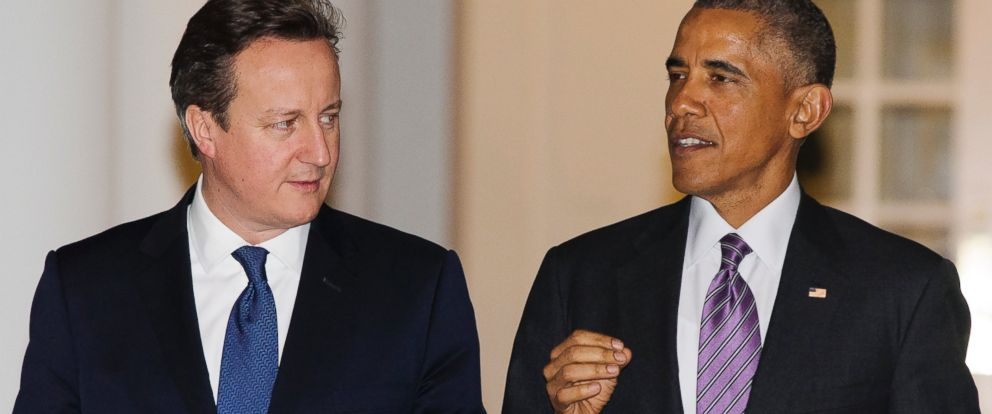 PHOTO: President Barack Obama, right, walks with British Prime Minister David Cameron on the West Wing Colonnade of the White House, on Thursday, Jan. 15, 2015, in Washington. (AP Photo/Evan Vucci)