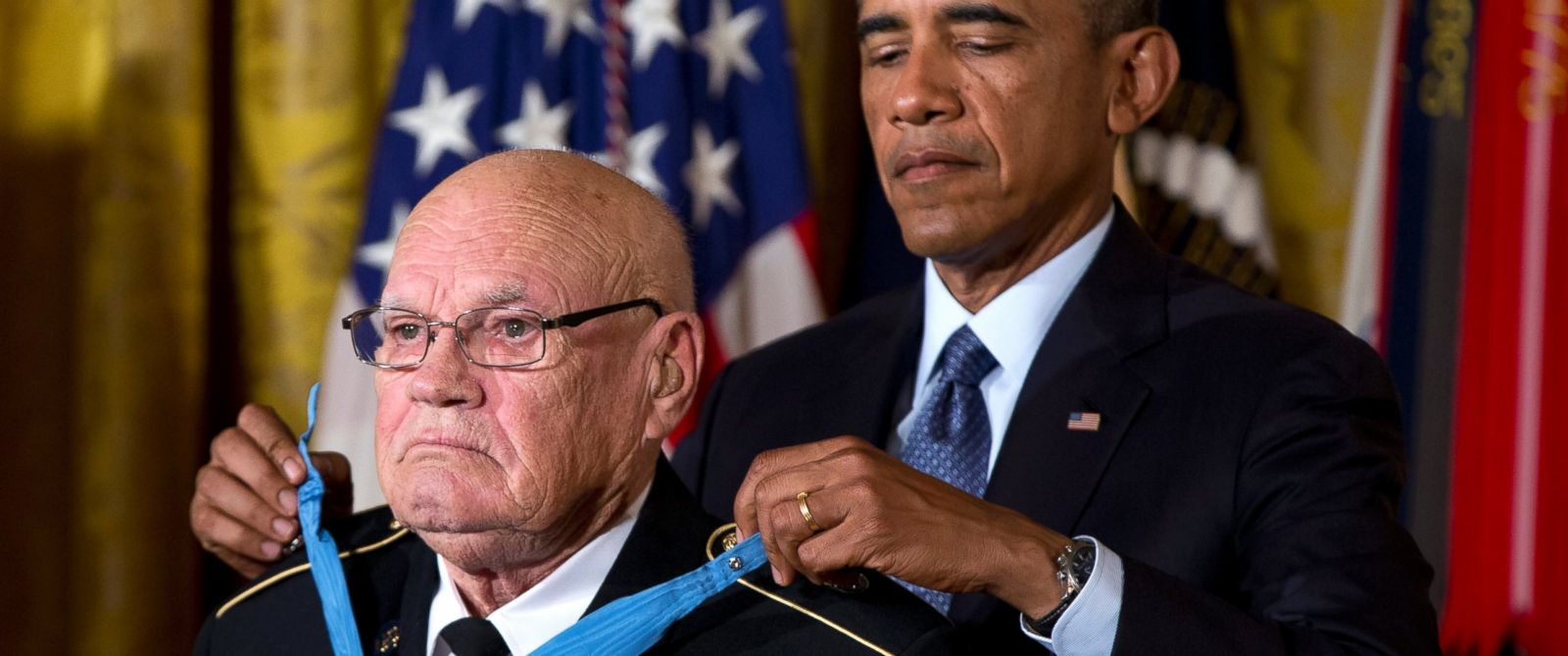 PHOTO: President Barack Obama bestows the Medal of Honor on retired Army Command Sgt. Maj. Bennie G. Adkins in the East Room of the White House in Washington, Sept. 15, 2014.