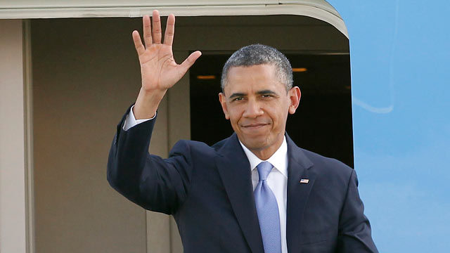 PHOTO: President Barack Obama waves as he arrives at San Francisco International Airport in San Francisco, April 3, 2013.