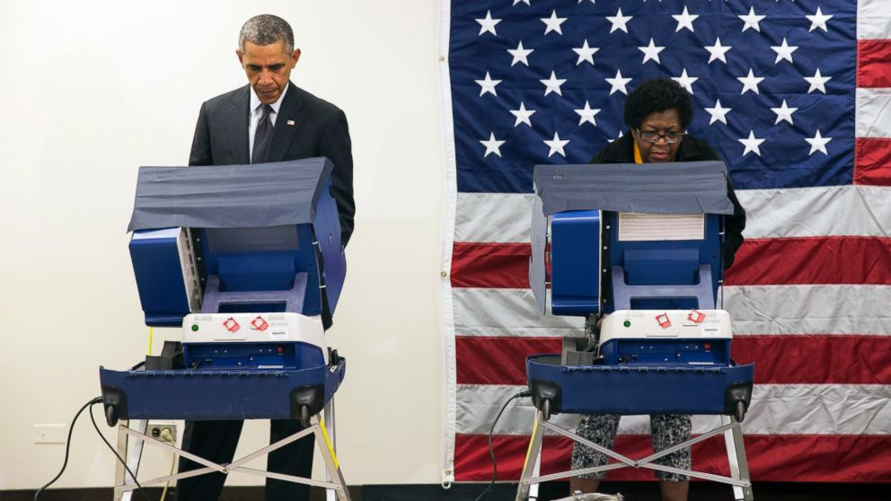 PHOTO: President Barack Obama votes early for the midterm election at the Dr. Martin Luther King Community S