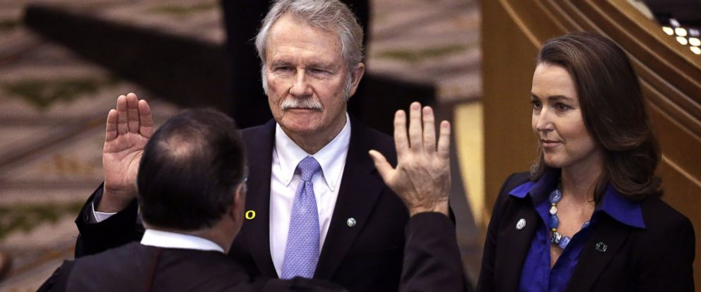 PHOTO: In this Jan. 12, 2015, file photo, Oregon Gov. John Kitzhaber, middle, is joined by his fiancee, Cylvia Hayes, as he is sworn in for a fourth term by Senior Judge Paul J. De Muniz in Salem, Ore.