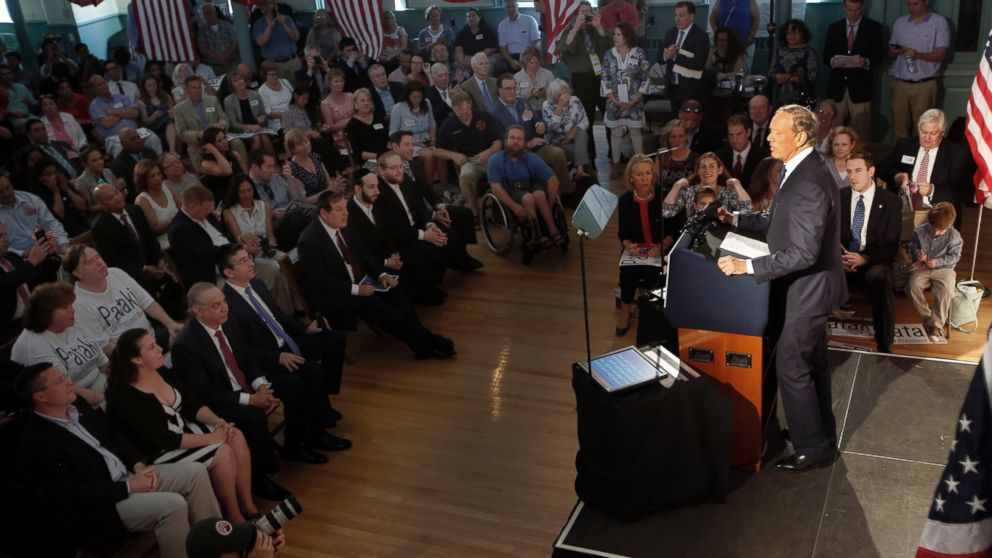 PHOTO: Former New York Gov. George Pataki announces his plans to seek the Republican nomination for president, May 28, 2015, at the town hall in Exeter, N.H.