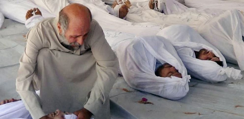 PHOTO: Man mourns over dead