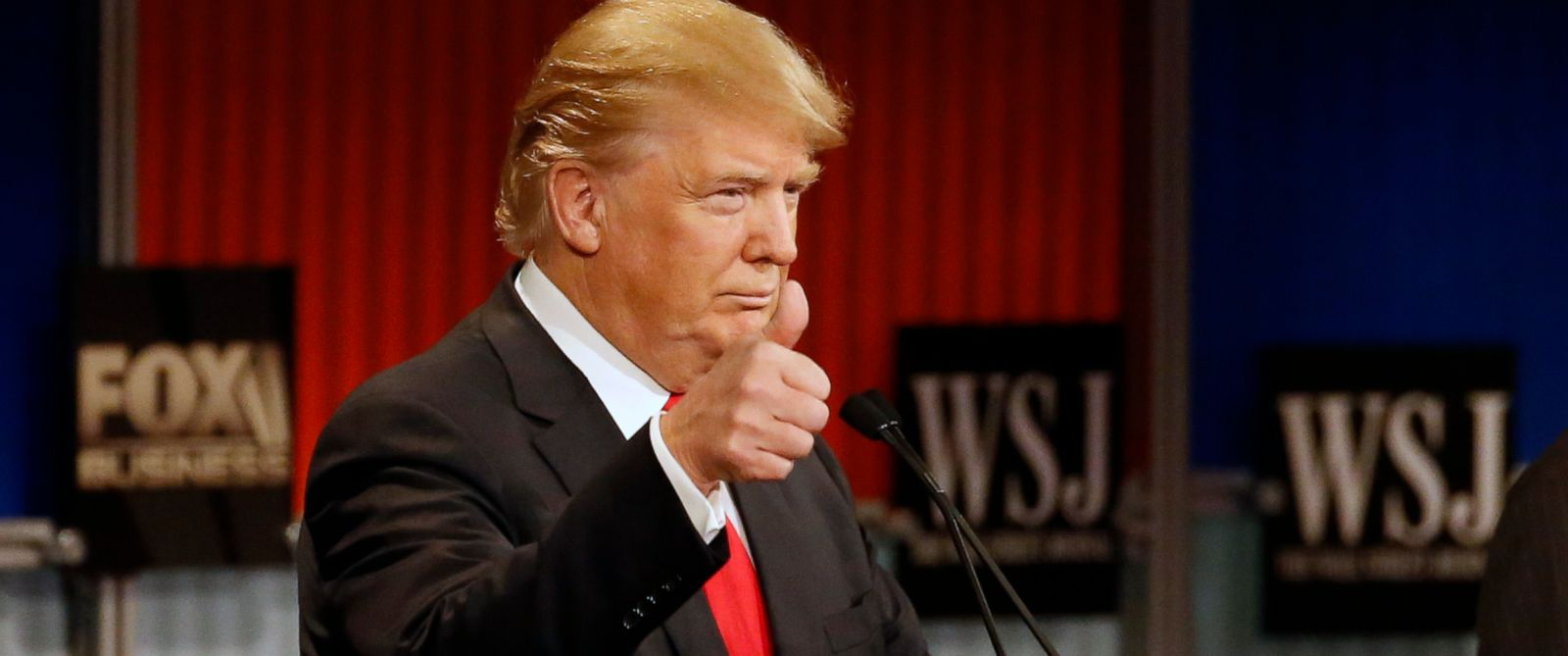 PHOTO: Donald Trump gestures during Republican presidential debate at Milwaukee Theatre, Nov. 10, 2015, in Milwaukee.