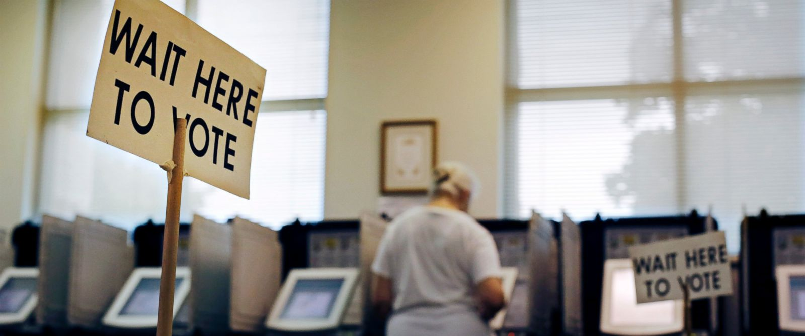 PHOTO: A sign greets voters before they step up to cast their ballot at a polling site in Atlanta, Georgia, July 22, 2014.