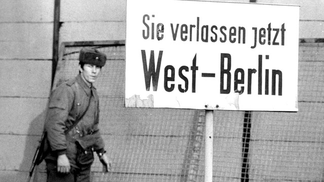 PHOTO: East German border guard