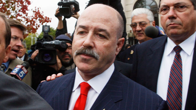 PHOTO: Bernard Kerik, followed by members of the media, leaves the Federal Court House in White Plains, New York, Nov. 9, 2007.