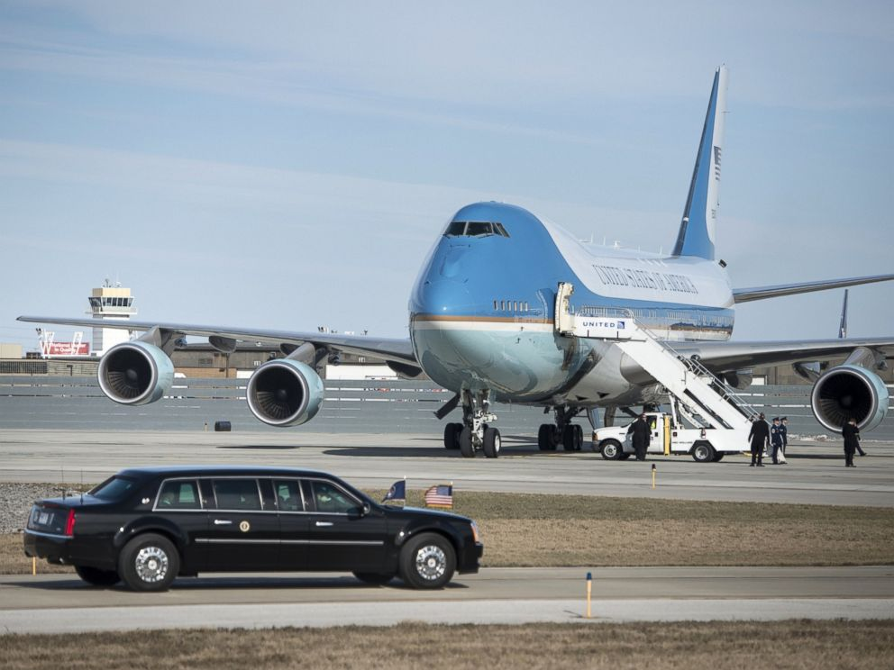 PHOTO: US President Barack Obamas armored limo drives to Air Force One at Cleveland-Hopkins International Airport on March 18, 2015 in Cleveland, Ohio.