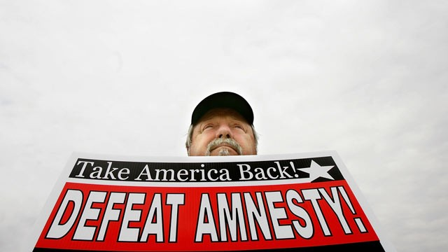 PHOTO: An anti-immigrant rally sponsored by the Minuteman Project June 15, 2007 in Washington, DC.