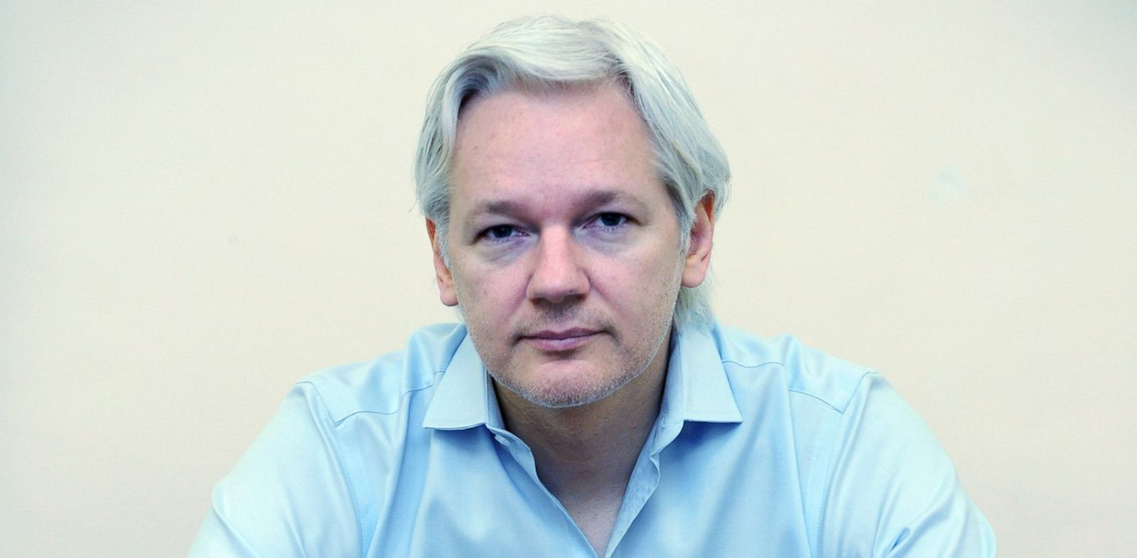 PHOTO: Wikileaks founder Julian Assange speaks to the media inside the Ecuadorian Embassy in London on June 14, 2013.