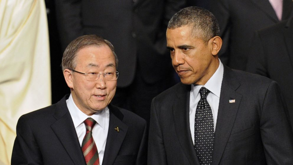 PHOTO: President Barack Obama chats with UN secretary general Ban Ki-Moon during the Nuclear Security Summit in The Hague on March 25, 2014.