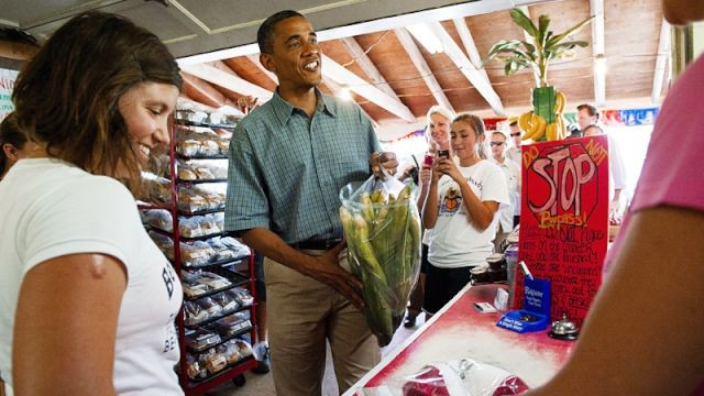 PHOTO: President Obama at farm market