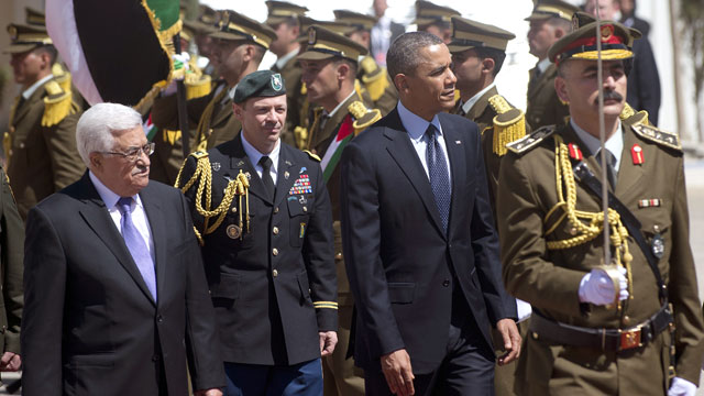PHOTO: US President Barack Obama (R) and Palestinian president Mahmud Abbas (L) review the honor guard during an official arrival ceremony at the Muqata, the Palestinian Authority headquarters in the West Bank city of Ramallah, on March 21, 2013.