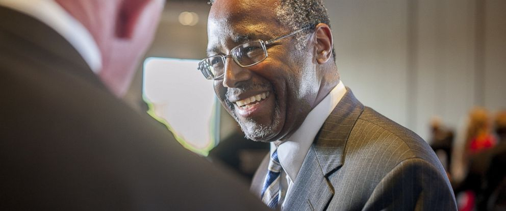 PHOTO: Dr. Ben Carson chats with guests at an event at the Westin Kierland Resort in Scottsdale, Ariz. on Sept. 5, 2014.
