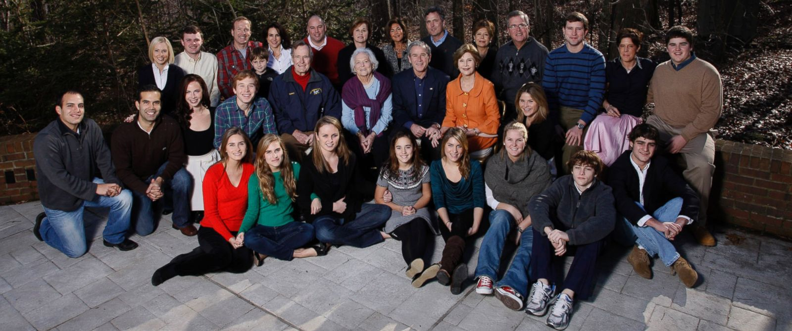 PHOTO: George W. Bush and family gather on Christmas at Camp David, Md, Dec. 25, 2008.