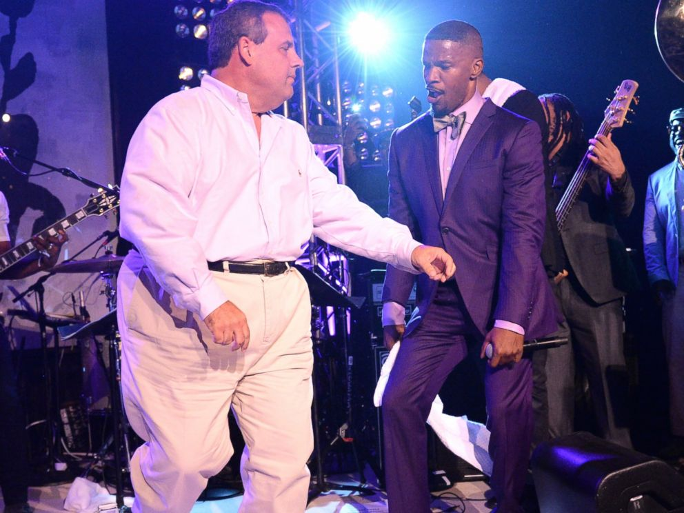 PHOTO: New Jersey Governor Chris Christie dances onstage with Jamie Foxx on Aug. 16, 2014, in East Hampton, N.Y.