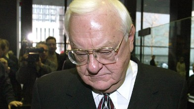 PHOTO: Former Illinois Governor George Ryan leaves Federal court following his arraignment in this Dec. 23, 2003 file photo in Chicago.