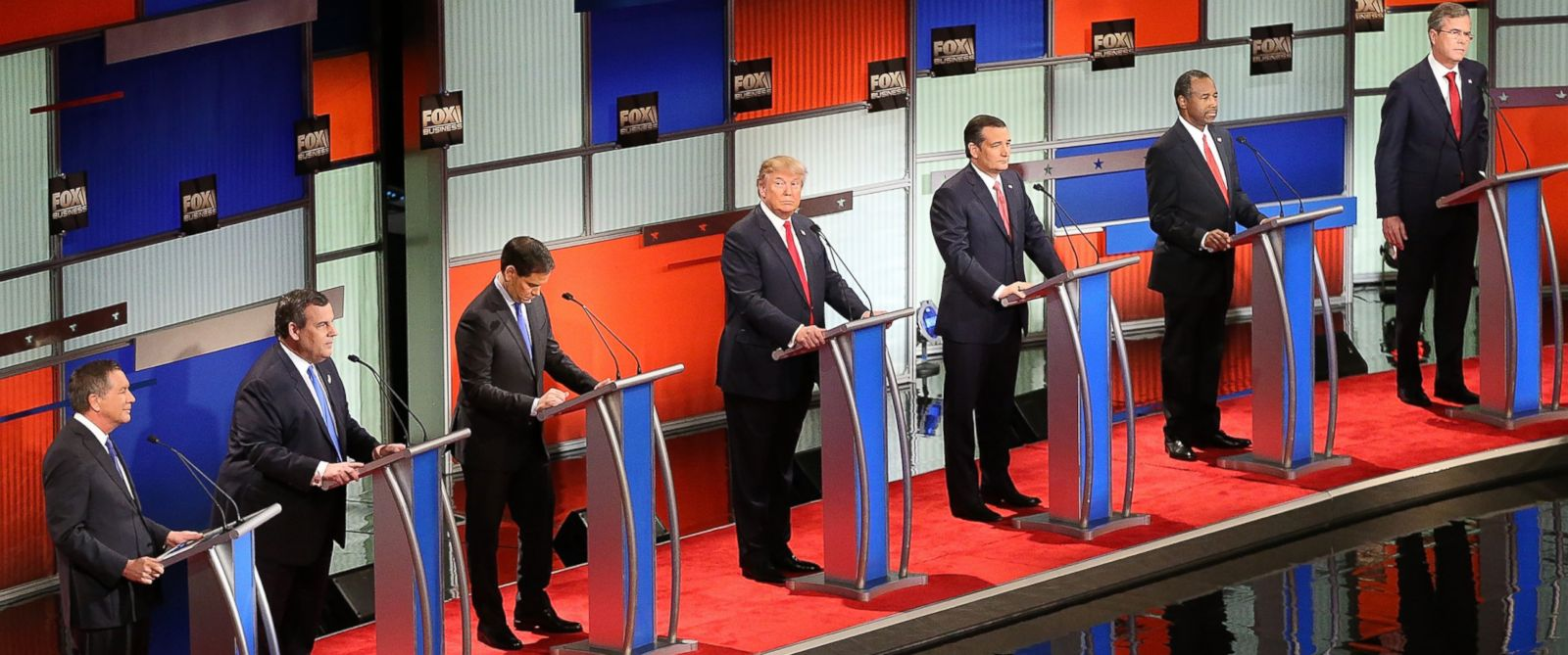 PHOTO: Republican presidential candidates Ohio Gov. John Kasich, New Jersey Gov. Chris Christie, Sen. Marco Rubio, Donald Trump, Sen. Ted Cruz, Ben Carson and Jeb Bush at the Republican presidential debate on Jan. 14, 2016, in North Charleston, S.C.