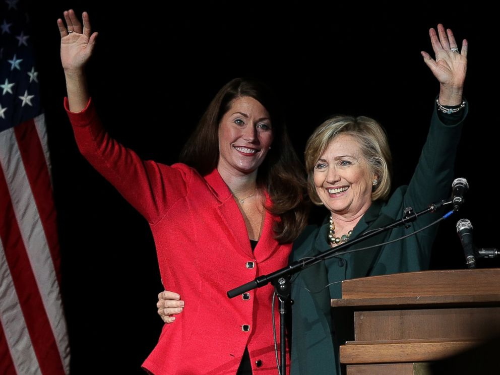 PHOTO: Democratic Senate candidate Alison Lundergan Grimes campaigns with former U.S. Secretary of State Hillary Clinton at a campaign rally on Nov. 1, 2014 in Highland Heights, Ky.