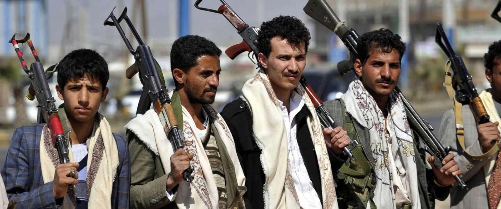 PHOTO: Armed members of Houthis gather as they close the Sebin Road to traffic near presidential palace following the conflicts between palace guards and Houthis in Sanaa, Yemen on Jan. 19, 2015.