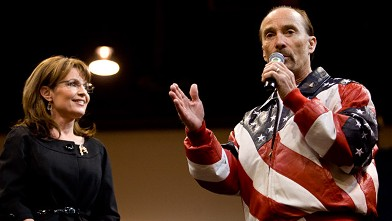 PHOTO: Lee Greenwood and Sarah Palin