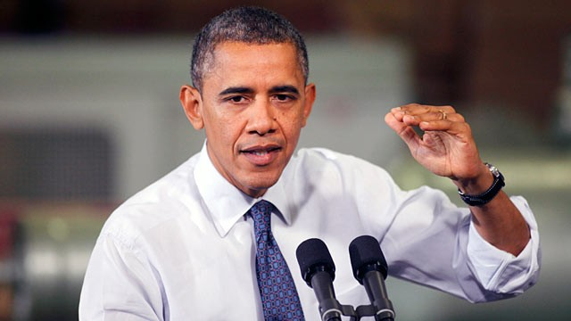 PHOTO: Barack Obama made a case for action on &quot;fiscal cliff&quot; legislation at The Rodon Group manufacturing facility, Nov. 30, 2012 in Hatfield, PA.