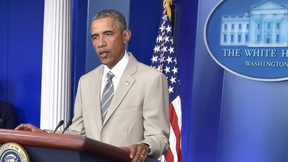 President Obama Wears Tan Suit, Social Media Explodes ...