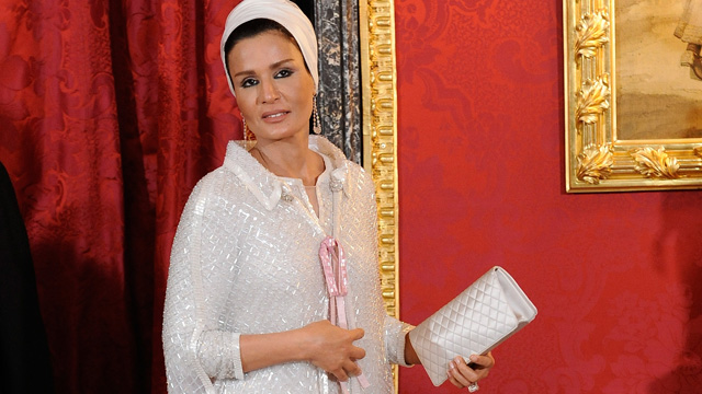PHOTO: Sheikha Mozah Bint Nasser attend the Gala Dinner in honour of the Emir of the State of Qatar and Sheikha Mozah Bint Nasser at The Royal Palace on April 25, 2011 in Madrid, Spain.