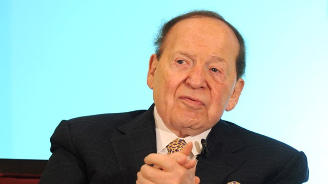 PHOTO: Sheldon Adelson speaks at a luncheon in Macau, June 8, 2011.