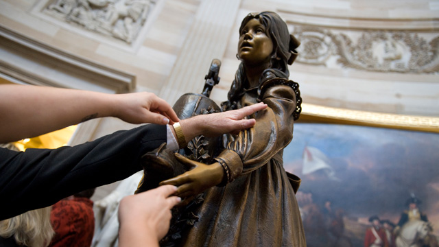 PHOTO: Blind attendees admire a statue of Helen Keller after it's unveiling ceremony in the rotunda on Oct. 7, 2009.