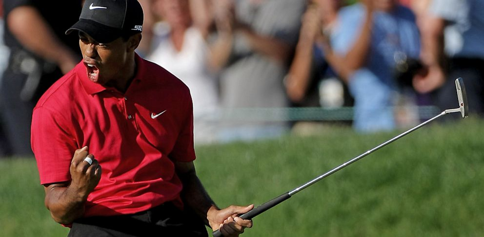 PHOTO: Tiger Woods pumping fist