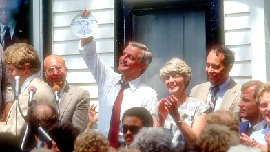 PHOTO: Walter Mondale and Geraldine Ferraro campaign July 13, 1984 in Elmore, Minnesota.