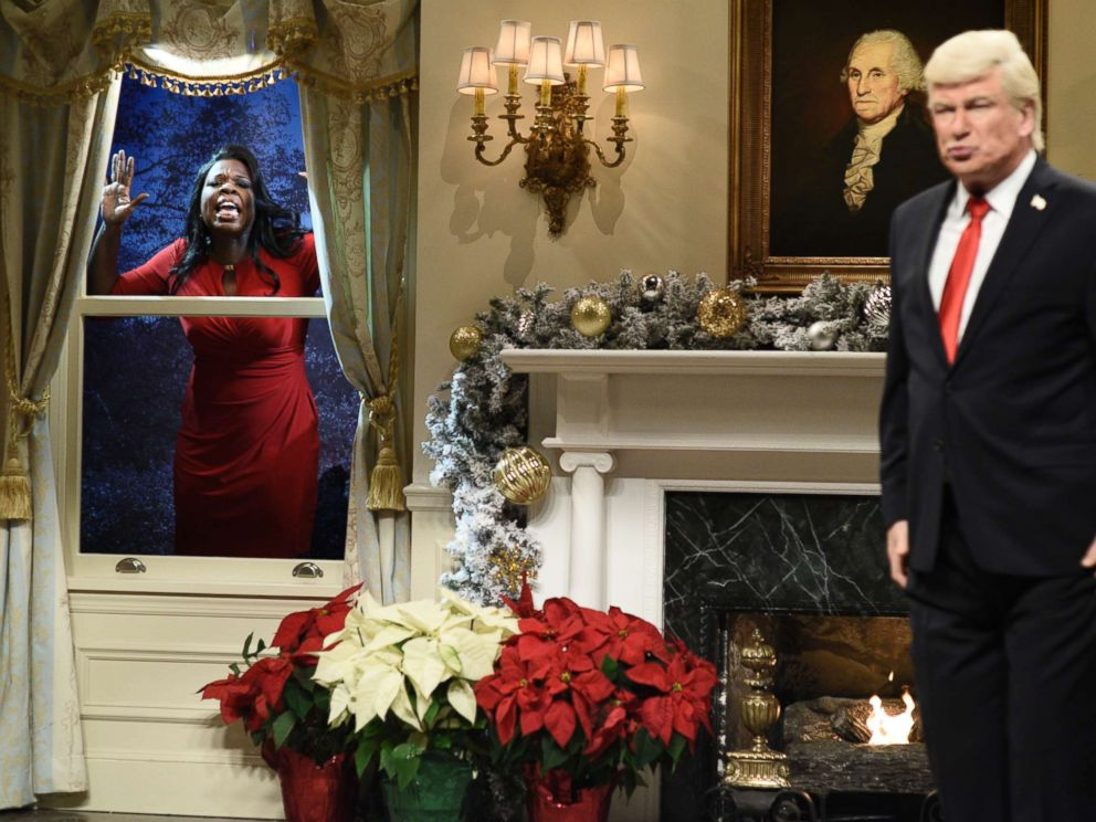 PHOTO: SATURDAY NIGHT LIVE -- Episode 1734 -- Pictured: (l-r) Leslie Jones as Omarosa Manigault, Alec Baldwin as President Donald J. Trump during White House Tree Trimming Cold Open in Studio 8H on Saturday, December 16, 2017