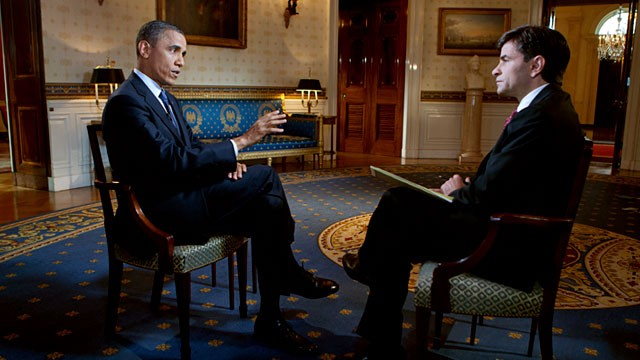 PHOTO: President Barack Obama speaks with George Stephanopoulos