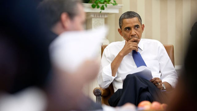 PHOTO: President Barack Obama meets with staff to discuss ongoing debt talks, in the Oval Office, July 11, 2011.