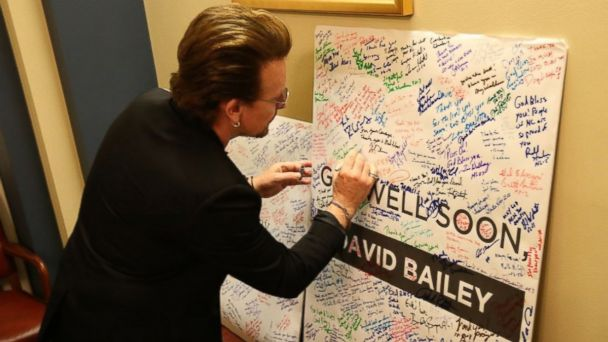 PHOTO: Bono signs a get-well card for Rep. Steve Scalise at Capitol Hill on June 21, 2017.