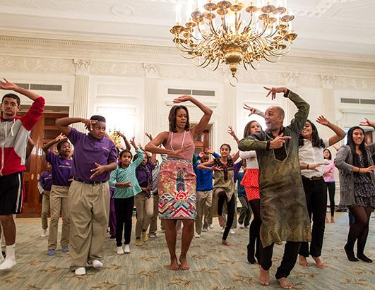First Lady Michelle Learns To Dance Bollywood