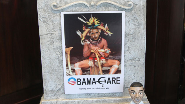 PHOTO: Offensive Obama window display