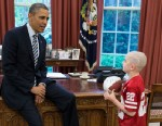 PHOTO: President Barack Obama greets Jack Hoffman, 7, of Atkinson, Neb., in the Oval Office, Apr