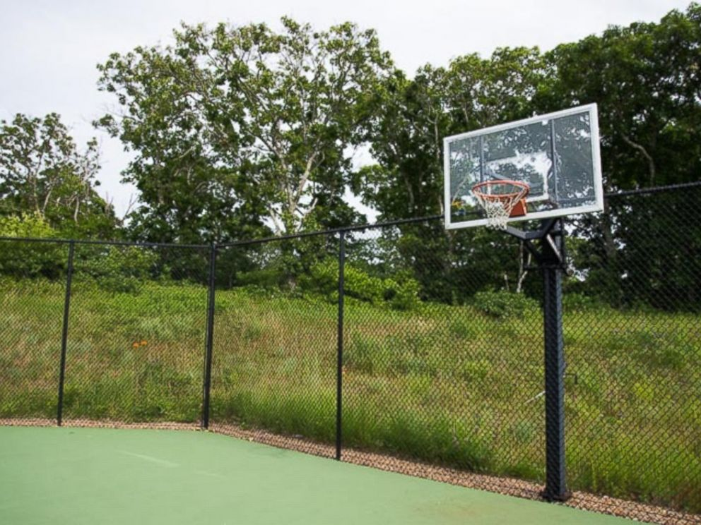 PHOTO: The home where President Obama and his family are vacationing in Chilmark, Massachusetts features a tennis court with a basketball hoop.