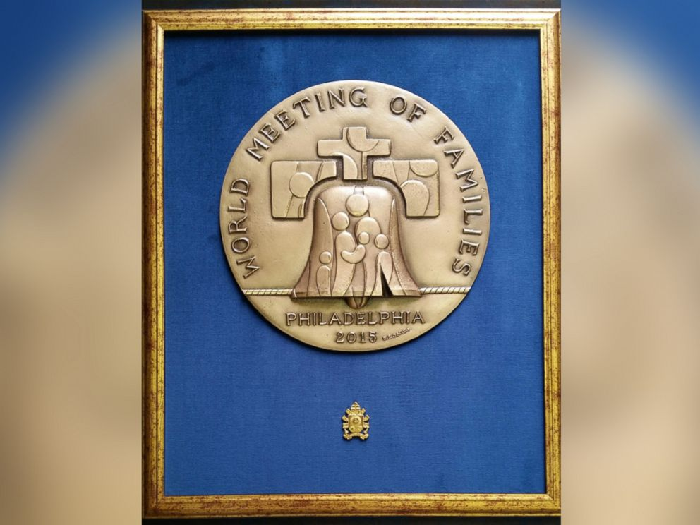 PHOTO: Pope Francis presented a bronze bas-relief commemorating the 2015 Meeting of the Families to President Obama, Sept. 23, 2015.