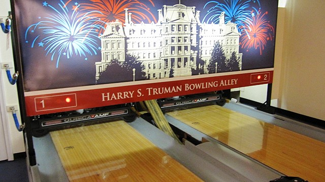 PHOTO: white house bowling