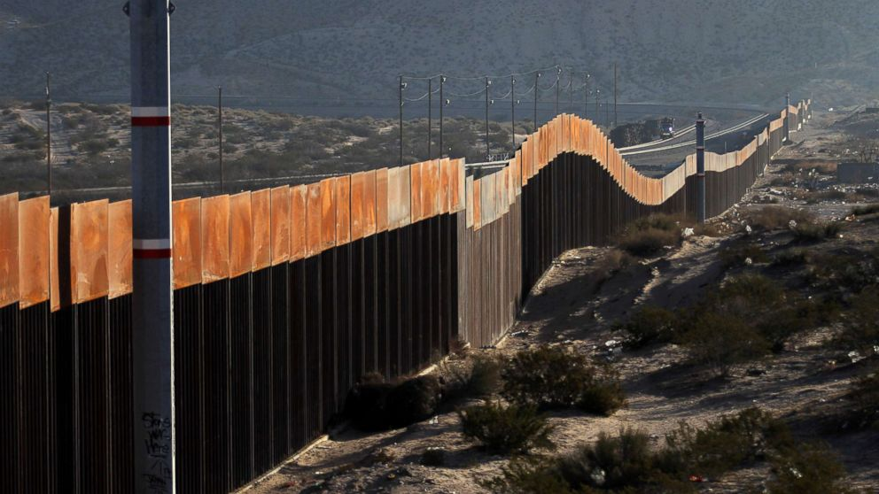 http://a.abcnews.com/images/Politics/mexico-border-wall-2-gty-jt-180121_16x9_992.jpg